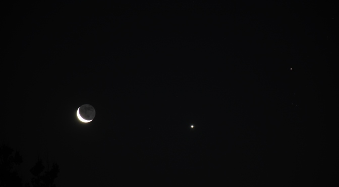 2020, August 18, 19: Observe Opposing Crescent Moons